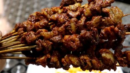 想吃羊肉串不用出去吃,自个儿在家就能做,香辣鲜嫩又好吃,超简单