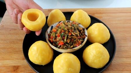 玉米面窝窝头最简单做法,开水一烫,锅里一蒸,出锅就被抢着吃