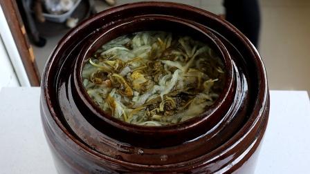 山西人腌酸菜方法,不用加盐,让它自然发酵变酸,又香又酸又好吃