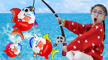 奇趣蛋室内捕鱼游戏,海洋球里怎么出来了鲨鱼宝宝一起唱儿歌?