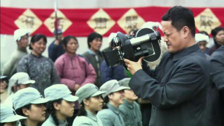 风筝:文艺演出开始,宫庶拿着摄影机拍来拍去,引起了韩冰怀疑