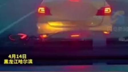 只因出租车不让行,私家车一路追赶别车酿事故!