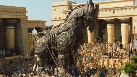 史诗大片,国王拖回巨型木马庆祝,当晚就丢了城堡!
