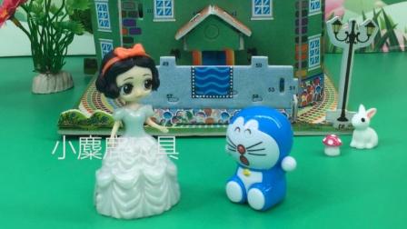 白雪带机器猫回家,王后会让白雪收留吗