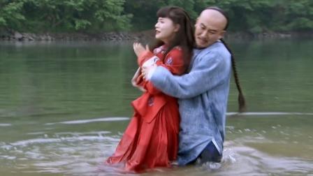 糊涂县令郑板桥:女孩河中捡手帕,傻小子以为她要轻生,下秒尴尬