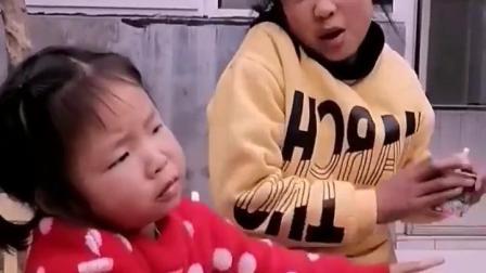 忧伤的童年:姐姐抢妹妹零食