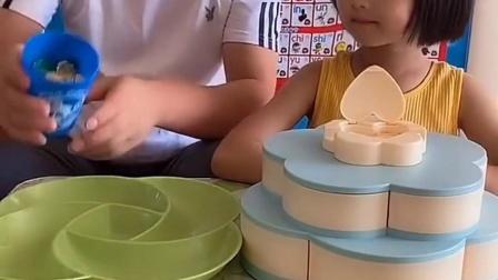 忧伤的童年:爸爸和宝贝的糖果盒各有各的特点