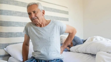 给男人们提个醒:早晨起床后,这4个行为要尽量避开,以免伤肝