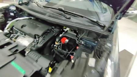 抢鲜看: 标致5008发动机机舱油液加注口