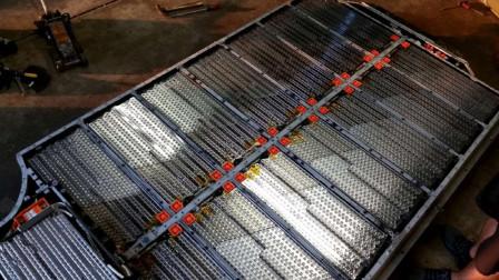 拆开特斯拉电池组,露出七千多节5号电池!这难道就是核心技术?