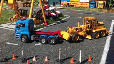 工程车玩具在道路施工