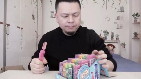 """开箱收到一把奇怪的""""剪刀"""",里面藏了糖果,吃不完可以保存起来"""
