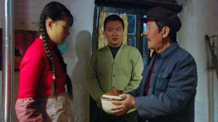 女儿刚结完婚,父亲就送来一碗毒鸡汤给她喝