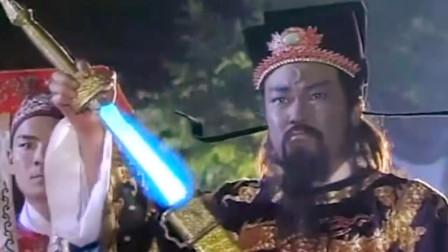 包拯用尚方宝剑对战王爷的紫金锤,关键时刻包拯抹上自己的血打败紫金锤