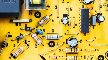 6000块一个月的电工教你看色环电阻,看一眼颜色就知道了,真简单