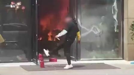 疑被老板炒鱿鱼,江苏26岁男子捅人恶意纵火点燃仓库被拘