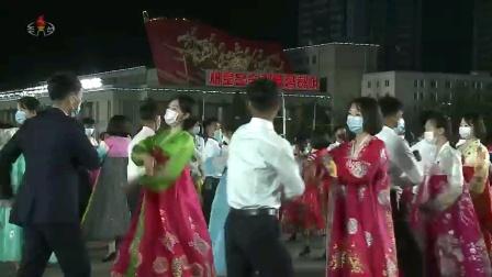 朝鲜庆祝太阳节青年学生舞会及烟火晚会