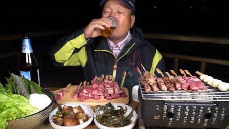 用超迷你火盆烤羊肉串,搭配自制野菜,喝杯啤酒太惬意了!(上)