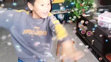 我的童年:小朋友们喜欢泡泡吗