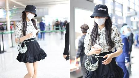 机场直拍!杨超越被粉丝喊话:多穿好看的小裙子