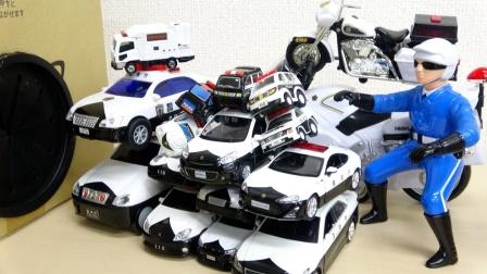 展示各种警用汽车摩托车玩具