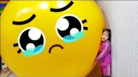 小可爱好可怜,被自己的巨无霸气球欺负