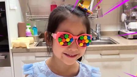 看小萝莉制作的糖果发卡和眼镜,美美哒呀