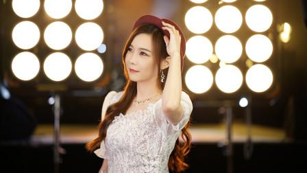 美女翻唱吕方金曲《你的浅笑》,歌声中充满了爱意,经典好听!