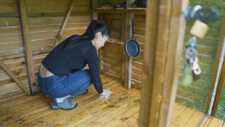 勤劳漂亮能干的小姐姐修补,清洗野外小木屋!