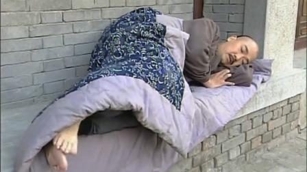康熙:皇上落魄,在大街上打地铺睡,一觉醒来鞋子被人偷了
