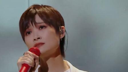 李宇春一首《软肋》,深情嗓音+回忆短片,粉丝们眼泪直打转!