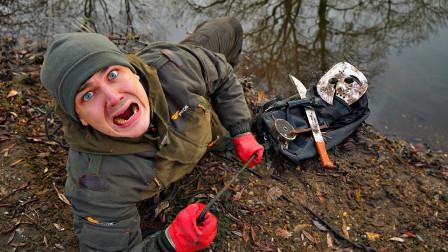 牛人用磁铁在河中探宝,意外找到神秘包裹,打开一看傻眼了!
