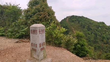 """寻迹长株潭三界碑。这块三界碑是""""鸡鸣三镇""""之地,有说""""三秒踏遍长株潭"""",立于1998年~"""
