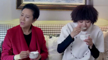 港媳嫁到:大陆婆婆第一次到香港儿媳家做客,光是喝茶喝汤都饱了