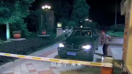 影视:富豪女瞧不起穷保安,酒吧门口遇坏人,保安出手相救!