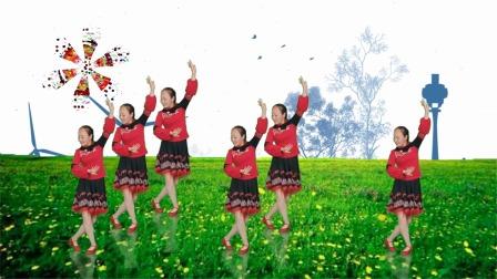 美女原创广场舞《梨花飞情人泪》,舞蹈时尚靓丽,迷人极了
