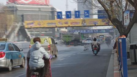 为城市美容师点赞 清扫除尘过后锦州城区主干道光洁如镜