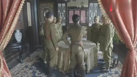 饭店老板仗着局长撑腰,不料惹上国军长官,带人把店都砸了!