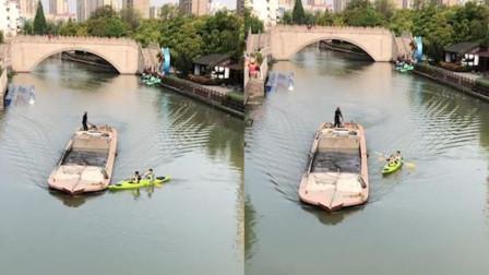 上海2游客划船突遇大船,险撞上时船夫破音大喊训斥:不要命了