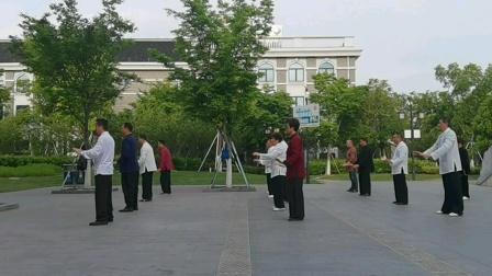赵幼斌长三角部分弟子,在南浔古镇太极游学,演绎传统杨氏太极拳85式.☞侧视角