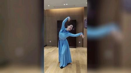 蒙古族舞蹈《梦中的额吉》董晓娇老师正背面演示及教学讲解。