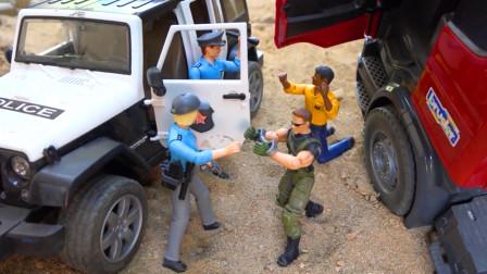 儿童玩具车表演:警车追击逮捕大拖车,直升机、吉普车救援工程车!