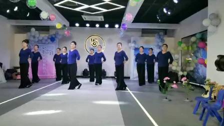 《红梅赞》集体舞蹈