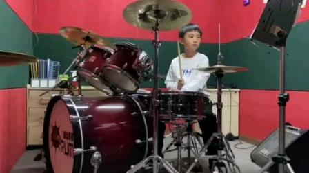 项坤8岁银河艺术团团员,获得英国rockschool爵士鼓6级证书