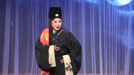 美女演出秦腔经典唱段《夜逃》,感动现场戏迷观众,前来舞台挂红