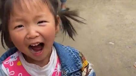 乐事童年:宝贝会拿着什么工具来分西瓜糖呀