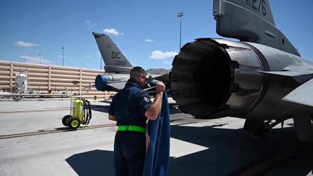 美国空军地勤人员在绿旗21-06行动中进行飞机维护工作(3310)