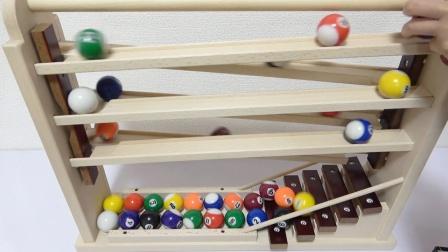 弹珠玩具通过木质楼梯跑道