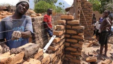 非洲人有多懒?瞧瞧他们怎样盖房子,网友:他们是怎么活下来的