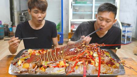 """宰两只超大龙虾餐前开胃,整几百条""""迷鱿""""作主菜,这顿不要太爽"""